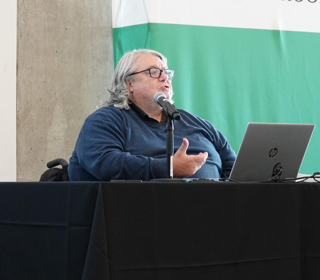 Patrick Fougeyrollas livrant sa présentation.